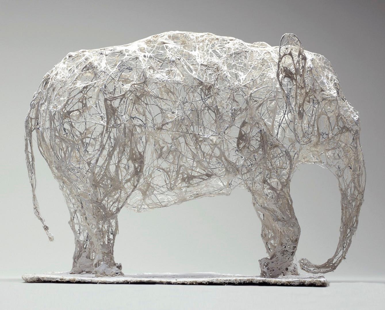 Eléphant, 52 x 22 x 43 cm, fil de fer, plâtre, filasse, 2014